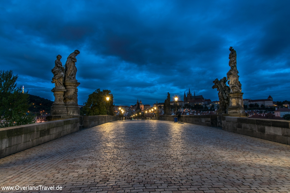 On the Charles Bridge at 6 o'clock in the morning. In the background the Prague Castle and the St. Vitus Cathedral