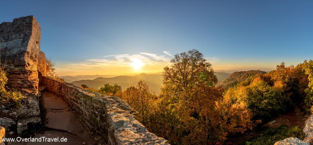 Spektakulärer Sonnenaufgang auf der Wegelnburg  im Herbst