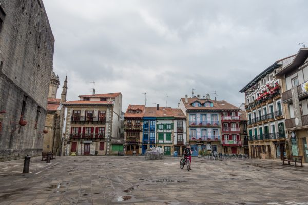 Hondarribia old town jakobsweg mountainbike