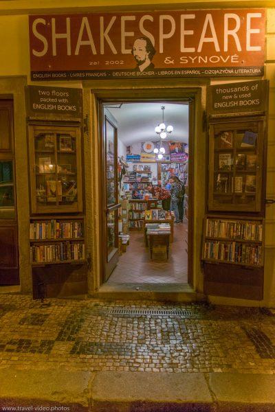 Prag Prague Blue Hour Available Light book store shakespeare Night