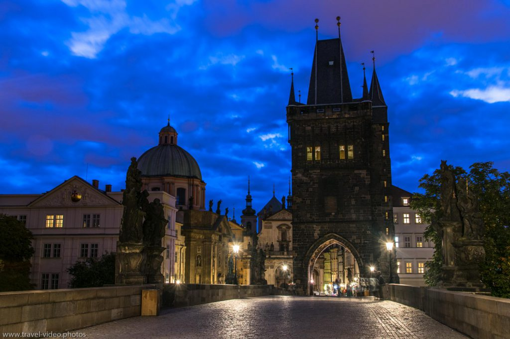 prag-prague-blue-hour-available-light-karlsbruecke-charles-bridge-karluv-most-old-town-bridge-tower-staromestska-mostecka-vez