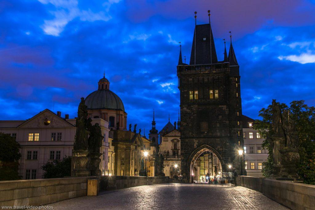 prag-prague-blue-hour-available-light-karlsbruecke-charles-bridge-karluv-most-old-town-bridge-tower-staromestska-mostecka-vez