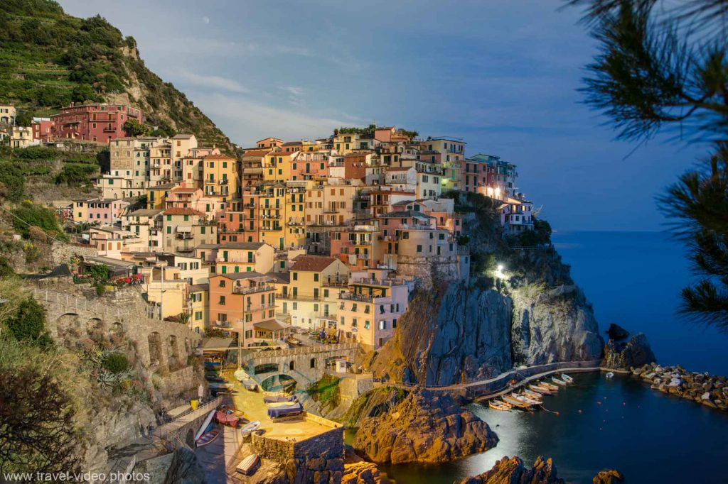 day to night timelapse cinque terre manarola italy sunset moon