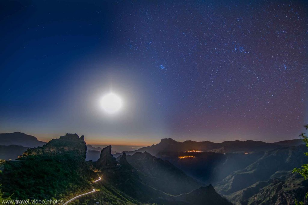 day to night timelapse gran canaria caldera sunset stars milkyway roque bentayga