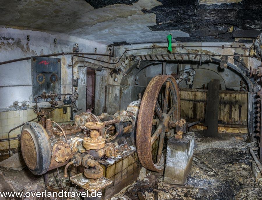 beelitz heilstatten lost place Dampfmaschine in der ehemaligen Fleischerei